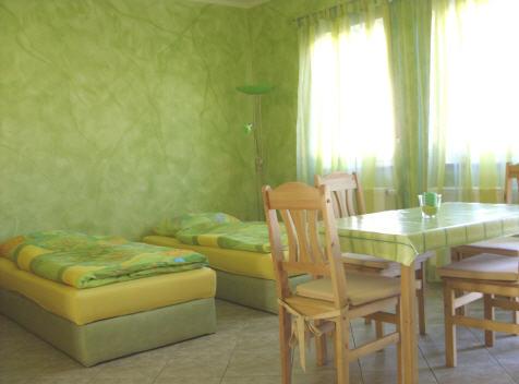 http://apartment-im-dresdner-amselgrund.de/wp-content/uploads/2012/09/Apartment-Grün.jpg