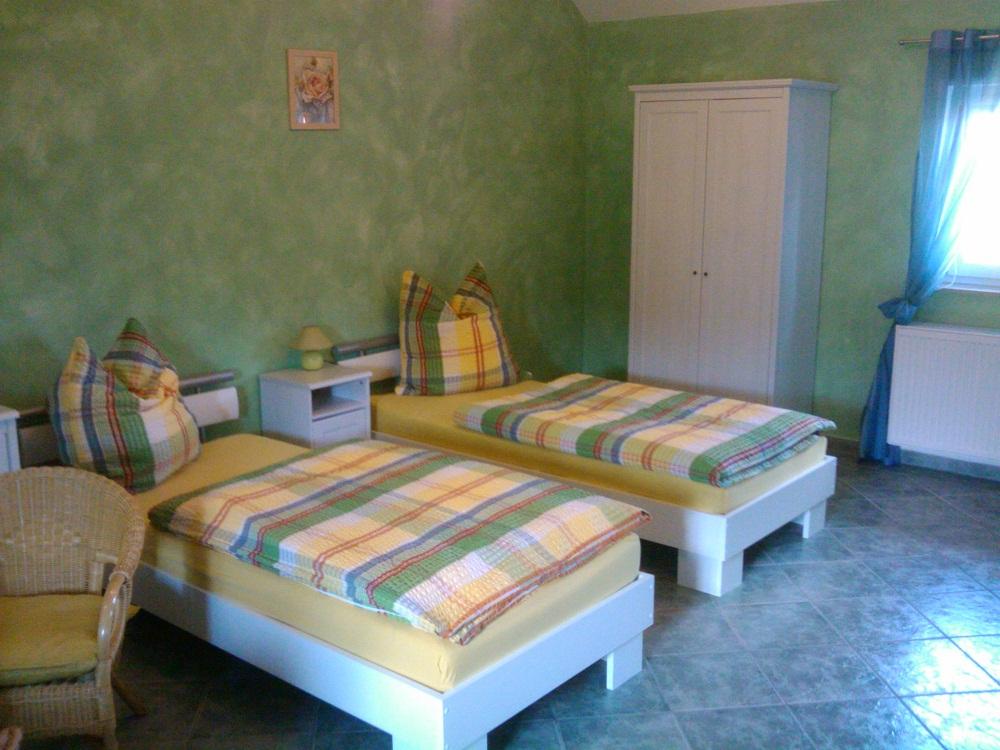 http://apartment-im-dresdner-amselgrund.de/wp-content/uploads/2012/09/Schlafen1.jpg