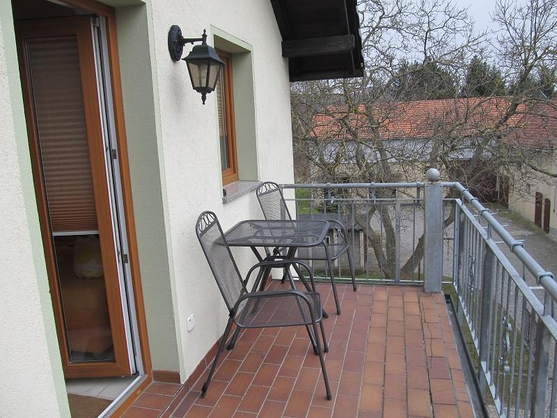 https://apartment-im-dresdner-amselgrund.de/wp-content/uploads/2017/03/Balkon.jpg