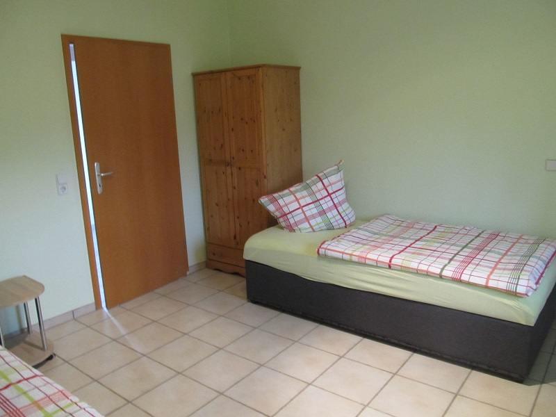 https://apartment-im-dresdner-amselgrund.de/wp-content/uploads/2017/03/Kleines-Zimmer-2.jpg